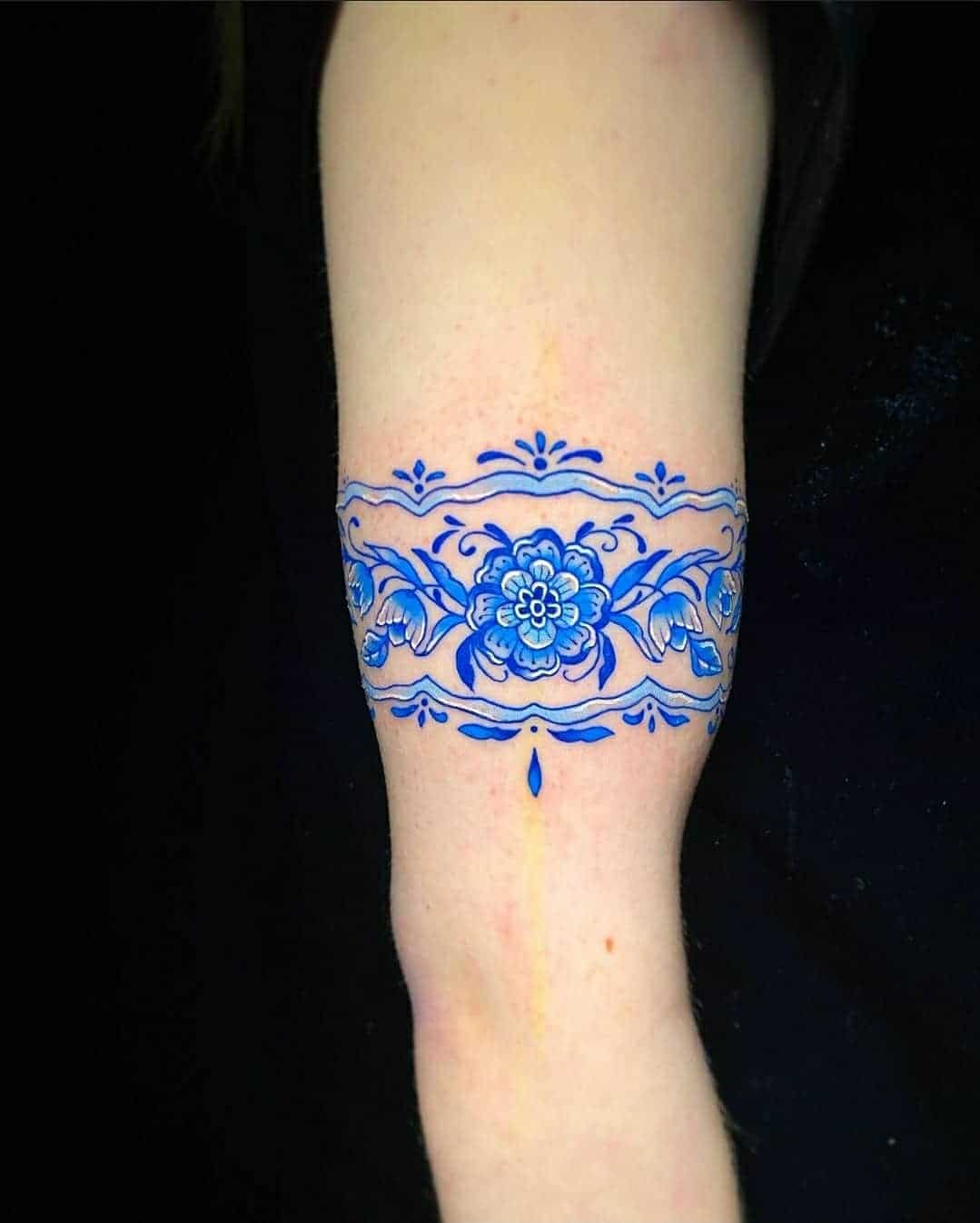 Wrap around porcelain arm band for Beth! Thanks so much for the trust! Tattoo by Noemi! noemi_tattoo