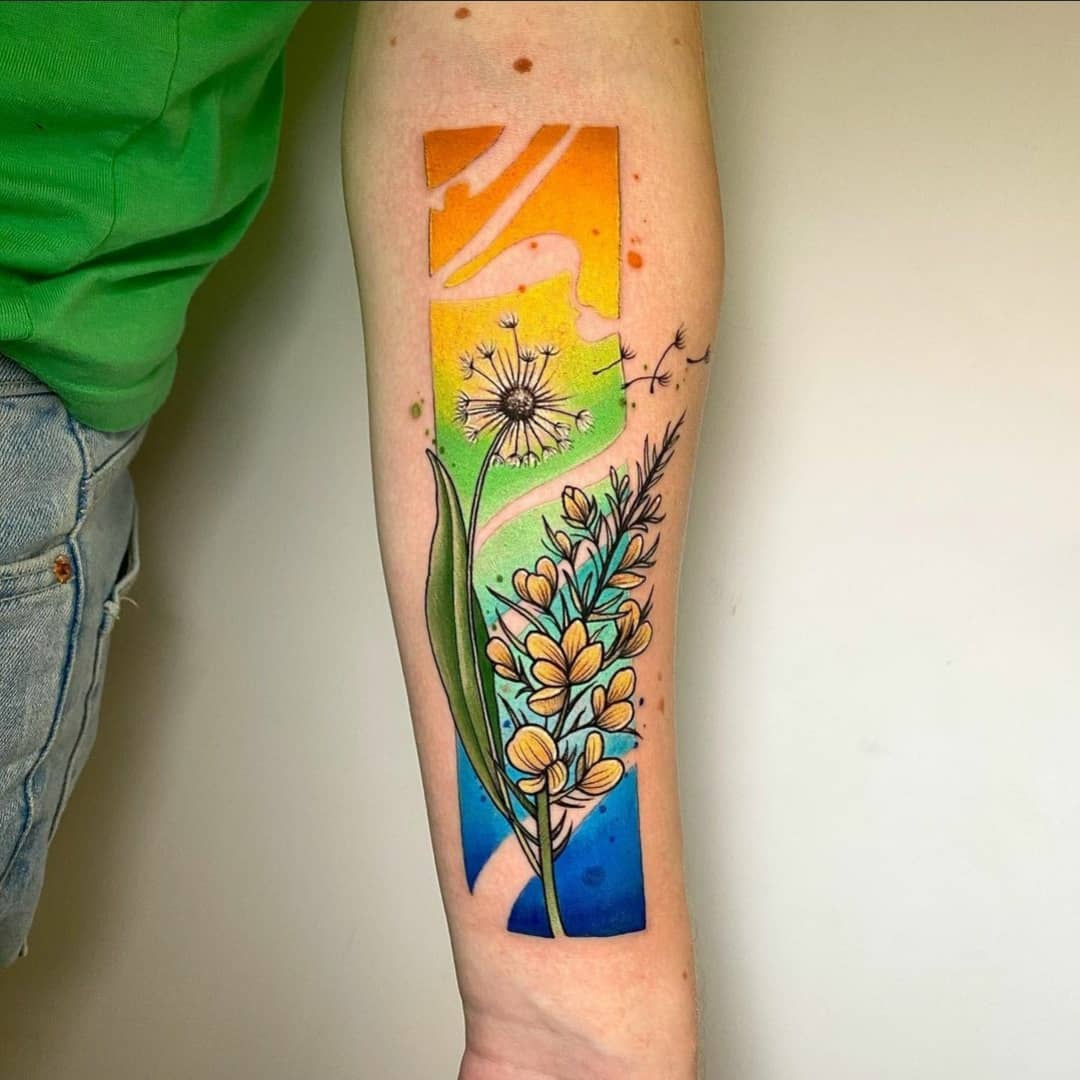 Very vibrant floral piece by Noemi from back in October. Stay strong guys!  noemi_tattoo