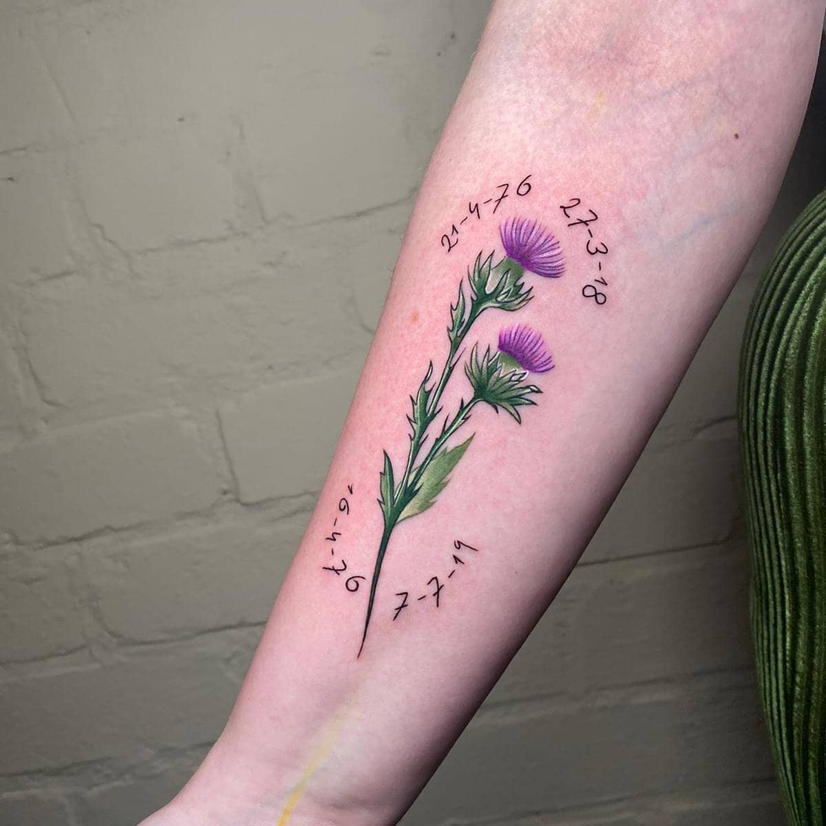 Sentimental thistles for gorgeous Georgia,  thanks so much for coming! Tattoo by the one and only Mamma Noemi noemi_tattoo